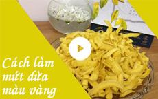 Cách làm mứt dừa màu vàng dành dành [video]