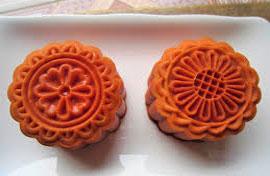 Khéo tay hay làm với món bánh trung thu dẻo từ bột gấc
